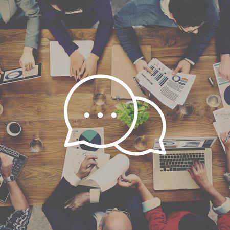 comunicarse: Mensajería Conversación Hablar Icono Comunicación Concepto
