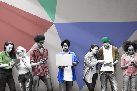 教育の社会的なメディア技術を勉強している学生 写真素材 - 46992444