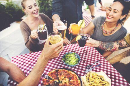 borracho: Comedor Cena Almuerzo Beber Lifestyle Amistad Concepto