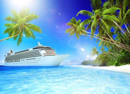 クルーズ船トロピカル ビーチ休暇の旅行レジャーの概念