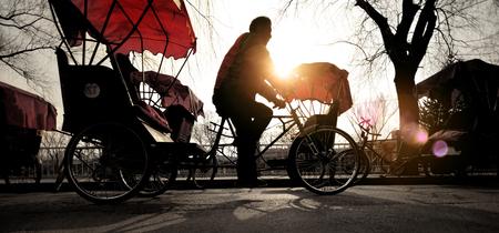 rikscha: Mann auf einem Rickshaw Chinese Beruf Driving Concept