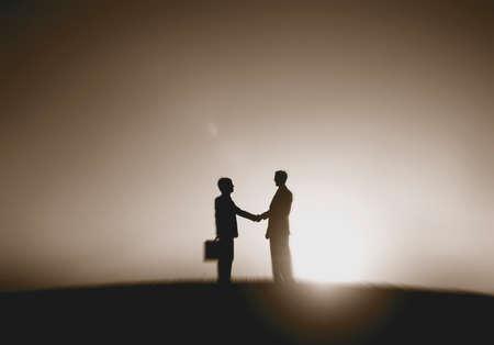 stretta di mano: Concetto Gli uomini d'affari della stretta di mano offerta Business Partnership Archivio Fotografico