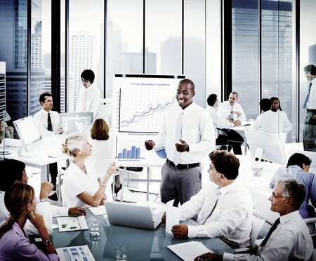 personas reunidas: Presentación de negocios Colegas de colaboración Concepto
