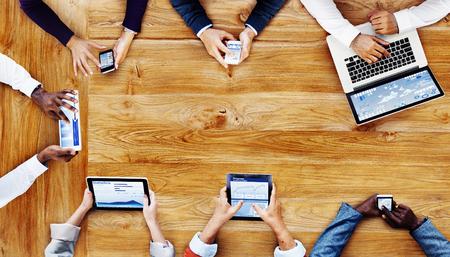 기술 개념과 작동하는 사업 사람들