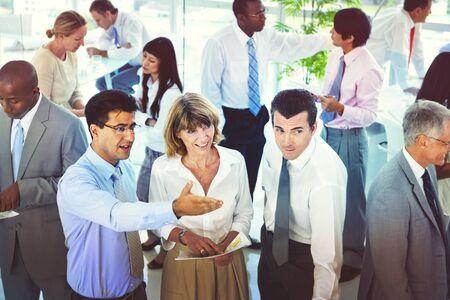 lenguaje corporal: Grupo de hombres de negocios Reunión de planificación concepto Discusión Foto de archivo