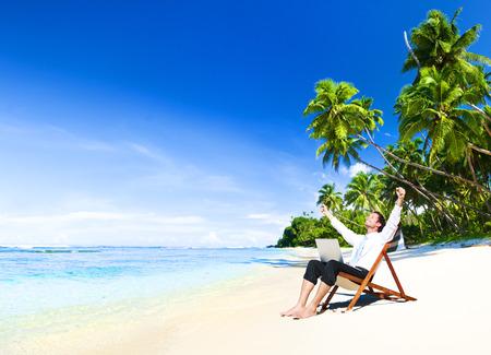 resor: Lycklig framgångsrik affärsman Freedom Vacation Concept Stockfoto