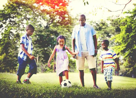 famille africaine: African Family Happiness Holiday Vacation Activity Concept