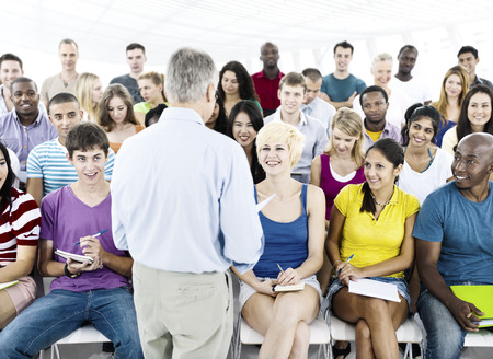 salon de clase: Estudiantes Aula Aula Casual Concepto de educaci�n Foto de archivo