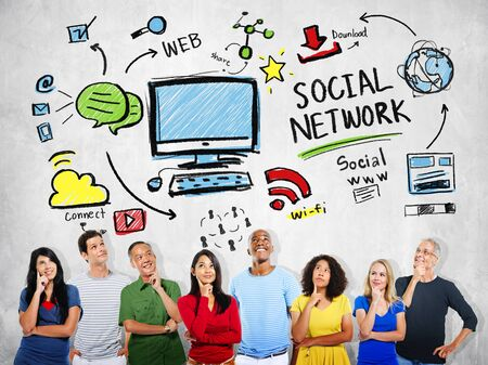 personas pensando: Social Network Social Media Diversity People Thinking Concept Foto de archivo