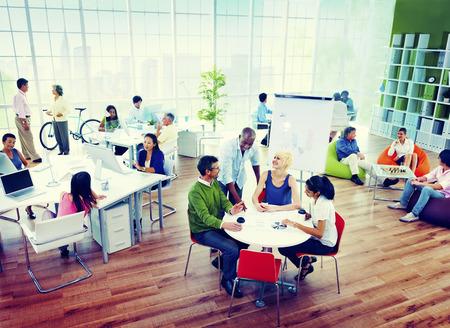 personas comunicandose: Equipo Gente de negocios Reunión Trabajo en equipo Concepto Soporte Foto de archivo