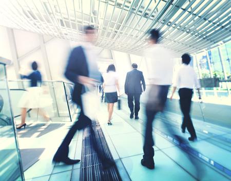 persona caminando: Hong Kong de negocios Personas desplazamientos Concept