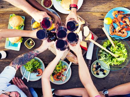 přátelé: Jídlo Tabulka Oslava Delicious Party jídlo Concept Reklamní fotografie