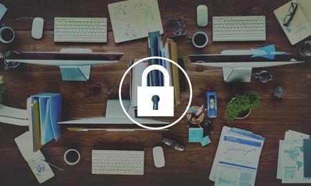 南京錠を保護パスワード セキュリティ シンボル コンセプト 写真素材