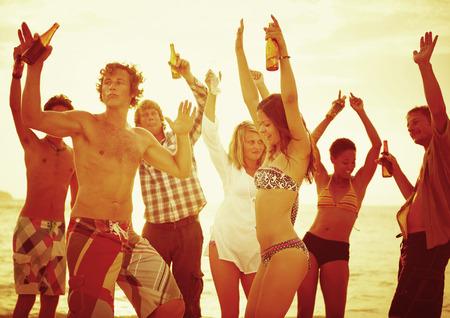 gente bailando: Celebraci�n Beach Party Summer Holiday Vacation Concept