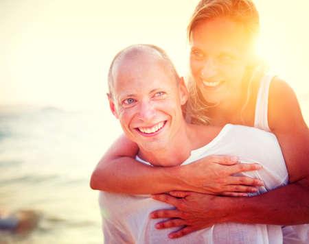 романтика: Пара пляж Bonding Getaway Романтика отдыха Концепция