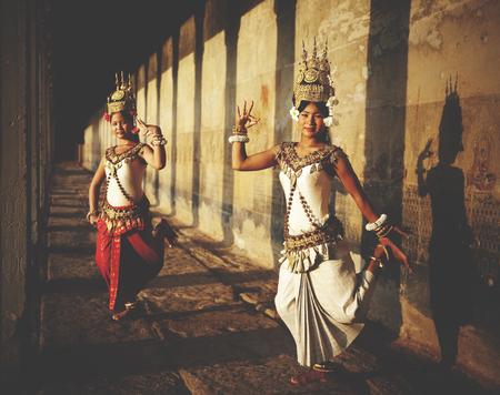 bailarina: Aspara bailarines en Angkor Wat concepto tradicional