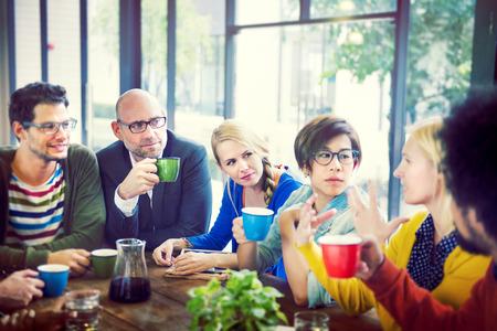 Gruppo di persone in pausa caffè Archivio Fotografico - 49129614