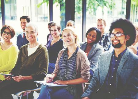 Seminario Grupo multiétnico Formación de juntas Concepto Foto de archivo - 49130667
