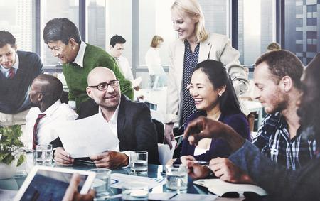 ビジネス人々 のチームのチームワークの協力なパートナーシップの概念