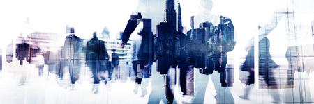 都市景観の企業コンセプトを歩くビジネスマン 写真素材 - 49181282