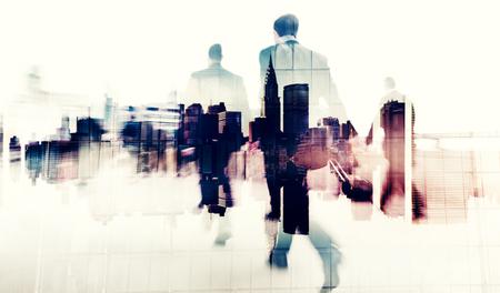 personas caminando: Commuter Gente de negocios Commuter Multitud Concepto Caminar
