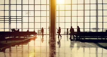 gente aeropuerto: El aeropuerto internacional de El viajar del aeroplano Concepto Aeropuerto Foto de archivo
