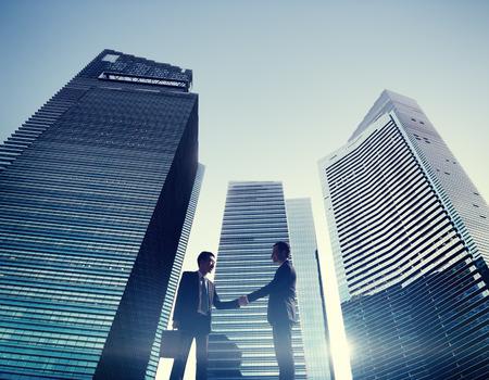 기업인 도시 악수 파트너십 개념