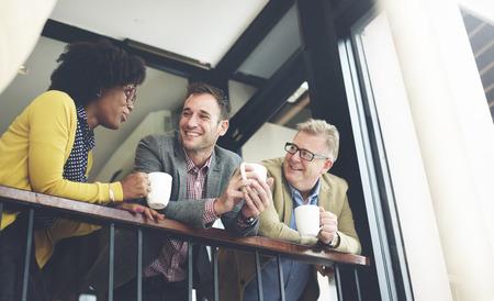 비즈니스 팀 커피 브레이크 토론 말하는 개념