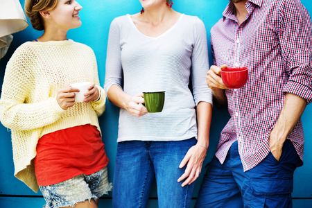 socializando: Grupos Personas Chateando Interacción Socializar Concepto