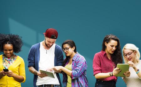 ソーシャル メディア教育を学ぶ学生の多様性 写真素材