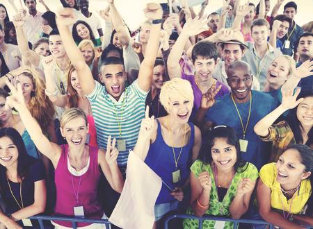 Personas sonrientes felicidad Concierto Celebración Emoción Evento Concepto