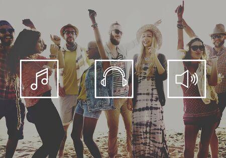 personas escuchando: Medios Canción Música escucha musical Jugar Concepto
