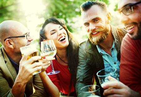 people: Togetherntess 개념을 마시는 파티 축하 친구 스톡 콘텐츠