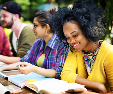 College-Kommunikation Bildungsplanung Studieren Konzept Standard-Bild - 49169185