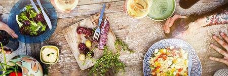 gente comiendo: Alimento del partido Bebidas Concepto de comidas bebidas