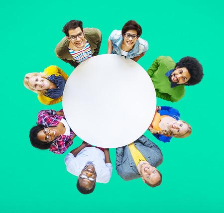 circulo de personas: Gente Diversa Amistad Felicidad Alegre Unión Concept