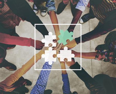 cooperacion: Concepto del rompecabezas de rompecabezas de conexión de red Cooperación