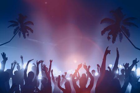 Silhouetten van mensen dansen Beach Party Concept Stockfoto