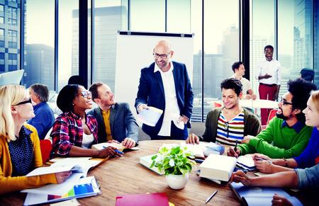 비즈니스 사람들이 회의 회의 세미나 팀 팀워크 개념