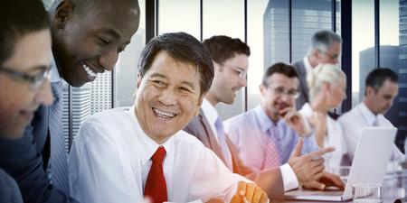 diversidad: Gente de negocios Reunión Comunicación Discusión Oficina de Trabajo Concepto Foto de archivo