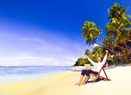 libertad: El hombre de negocios con �xito feliz Libertad Concepto de vacaciones Foto de archivo