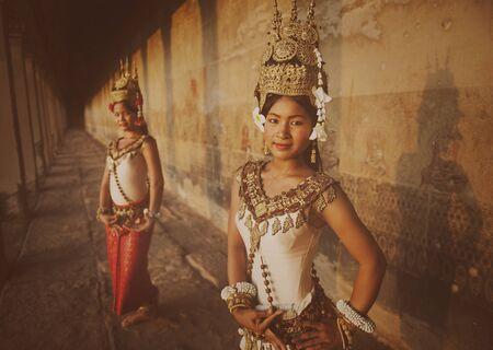 vestidos de epoca: Tradicional Siem Reap Aspara bailarines Concept