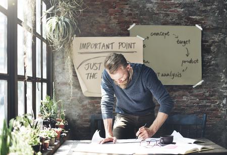hombre escribiendo: El hombre de negocios Determinar ideas por escrito concepto de Trabajo Foto de archivo