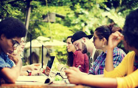 personas hablando: Colegio Comunicación Planificación Educación Concepto Estudiar