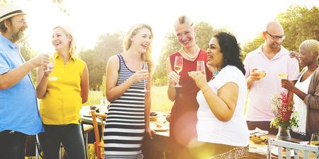 Diverse Buren Drinken Party Yard Concept Stockfoto