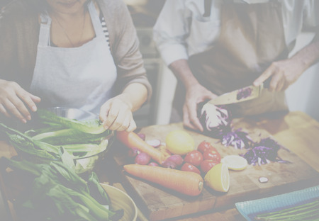 pareja saludable: Cocinar Preparar comida vegetariana Ingrediente Concept
