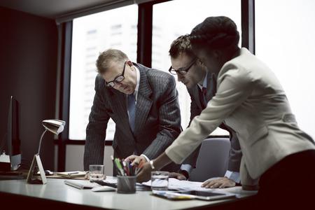 lider: Equipo de negocios Reunión de Discusión Concepto Conexión