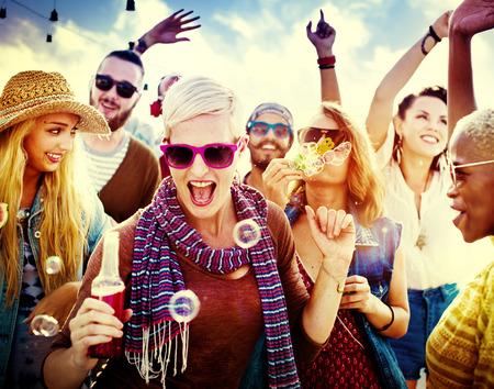 praia: Adolescentes Amigos Beach Party Conceito Felicidade