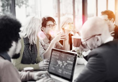 비즈니스 사람들이 회의 세미나 공유 말하기 생각 개념