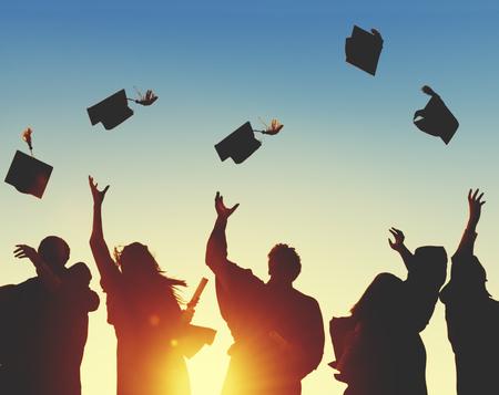 toga y birrete: Celebración Educación Graduación Éxito Estudiantil Aprendizaje Concepto Foto de archivo